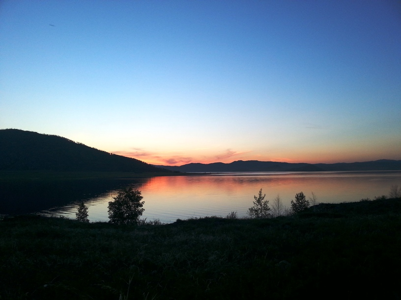 Закат Солнца на водохранилище